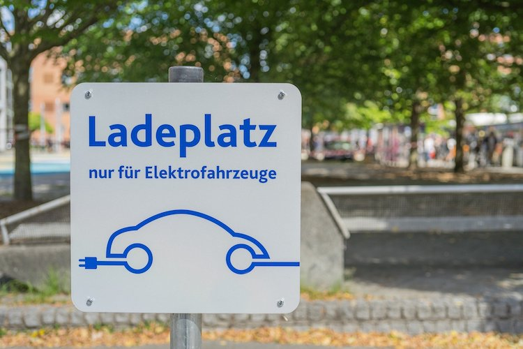 electric-car-3585681_1920