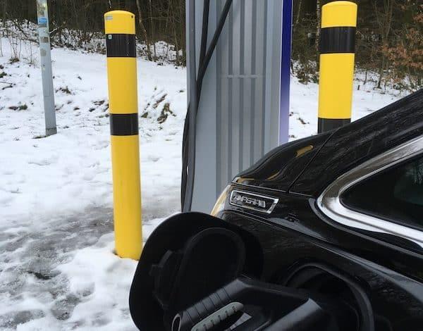 Bild von Abmahnung für Betreiber von Ladestationen für E-Autos